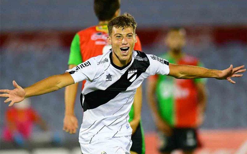Penyerang Danubio Nicolas Siri. - Football Espana