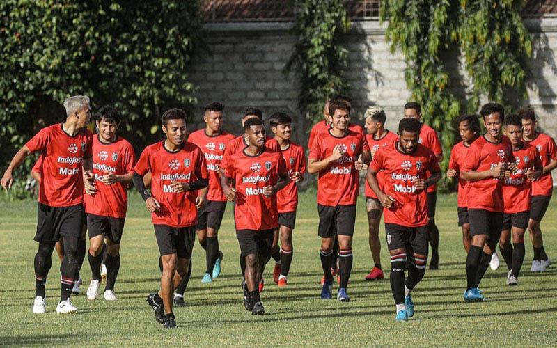 Para pemain Bali United, juara Liga 1 2019, tengah berlatih. Sebagai juara Liga 1 edisi terakhir yakni pada 2019, Bali United layak diapungkan sebagai salah satu favorit juara Piala Menpora 2021. - BaliUtd.com