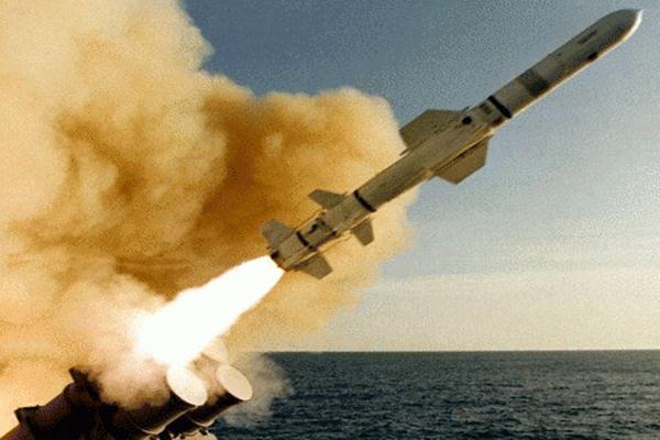 Ilustrasi rudal jarak jauh.  - Reuters