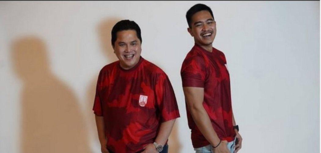 Erick Thohir dan Kaesang Pangarep, pemilik saham Persis Solo berfoto bersama dengan seragam klub. / Instagram.