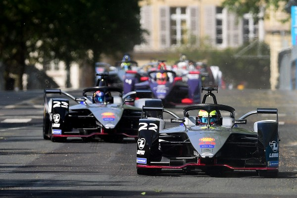 Ilustrasi - Laga Formula E di jalanan kota Paris, Prancis pada Sabtu (27/4/2019). - Reuters
