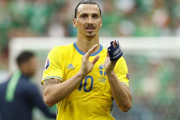 Zlatan Ibrahimovic dalam balutan jersey Timnas Swedia - Reuters