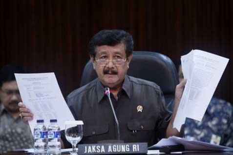 Basrief Arief, semasa menjabat Jaksa Agung, memberikan keterangan terkait kasus pajak yang membelit Asian Agri Group (AAG) di Kejagung, Jakarta, Kamis (30 - 1). Asian Agri akan melunasi denda pembayaran pajak kepada negara sebesar Rp 2,5 triliun dengan cara diangsur hingga Oktober 2014.