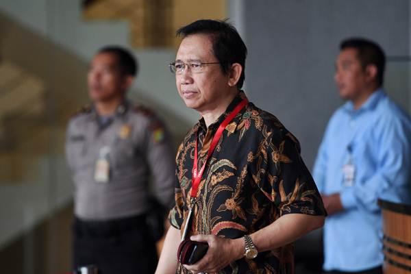 Mantan Ketua DPR Marzuki Alie bersiap menjalani pemeriksaan di gedung KPK, Jakarta, Senin (8/1). - ANTARA/Sigid Kurniawan
