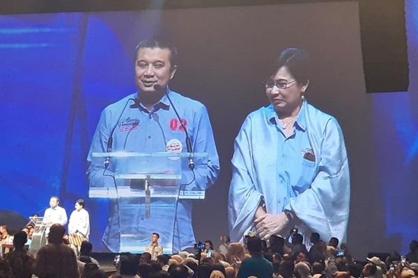 Erwin Aksa, Ketua Umum Himpunan Pengusaha Muda Indonesia (Hipmi) periode 2008-2011 (kiri), bersama Ketua Umum Himpunan Pengusaha Pribumi Suryani Motik pada deklarasi dukungan Aliansi Pengusaha Nasional di Jakarta pada Kamis (21/3/2019). - Bisnis/Jaffry Prabu Prakoso