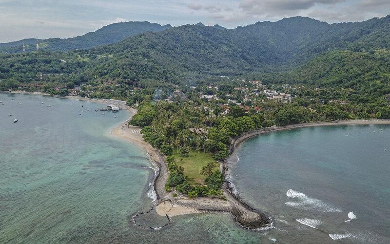 Foto udara bangunan hotel di kawasan wisata Senggigi, Kecamatan Batulayar, Lombok Barat, NTB, Jumat (12/3/2021). - Antara/Ahmad Subaidi.