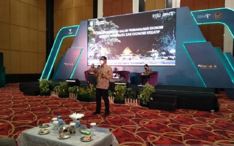 Sekretaris Dinas Pariwisata Kota Surakarta Budy Sartono saat menjadi pembicara pada acara Kementerian Pariwisata dan Ekonomi Kreatif RI. - Antara
