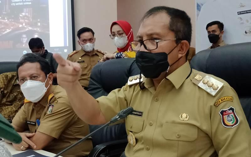 Wali Kota Makassar Moh. Ramdhan Pomanto usai Rapat Koordinasi dan Pemaparan Evaluasi di Balai Kota Makassar, Senin (1/3/2021). - Bisnis/Wahyu Susanto\r\n