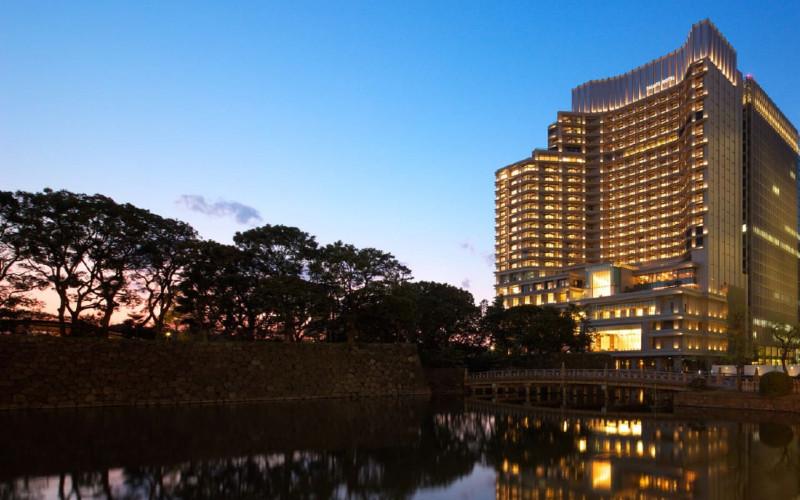 Palace Hotel Tokyo dibangun di atas parit Imperial Palace Gardens. Pada awalnya bangunan ini hadir dengan nama Hotel Teito pada 1947.  - Palace Hotel