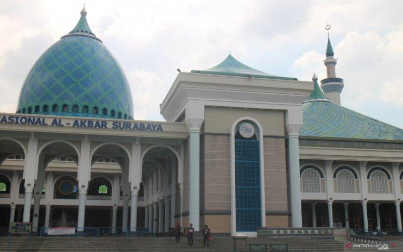 Masjid Nasional Al Akbar di Jalan Masjid Al Akbar Timur Surabaya. - Antara/Hanif Nashrullah