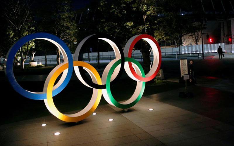 Logo Olimpiade di depan Stadion nasional di Tokyo, Jepang./Antara - Reuters
