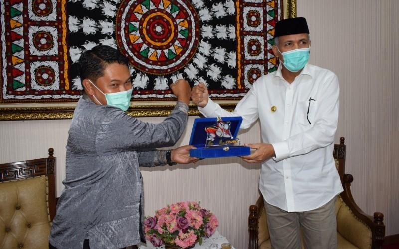(kiri ke kanan) Kepala Komisi Pengawas Persaingan Usaha (KPPU) Kantor Wilayah I Ramli Simanjuntak dan Gubernur Aceh Nova Iriansyah
