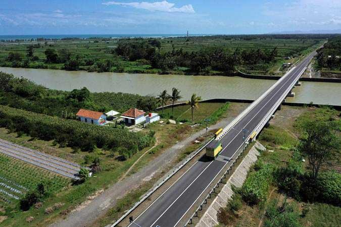 Foto udara jalur lintas selatan di Kebumen, Jawa Tengah, Jumat (10/5/19). - ANTARA/Puspa Perwitasari