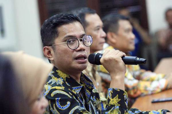 Pahala N Mansury memberikan penjelasan mengenai kinerja perusahaan di Jakarta, Senin (12/6). - JIBI/Dedi Gunawan