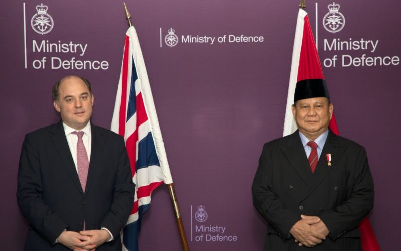Menteri Pertahanan RI Prabowo Subianto bertemu dengan Menteri Pertahanan Inggris Ben Wallace di The Rt Hon Ben Wallace MP, dalam rangkaian lawatannya di London, Inggris pada 22-24 Maret 2021  -  Dok. Kemenhan