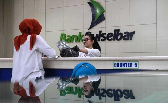 Aktifitas transaksi perbankan di Bank Sulawesi Selatan dan Barat (Sulselbar) di Makassar, Sulawesi Selatan, Jumat (14/2/2020). - Bisnis/Paulus Tandi Bone
