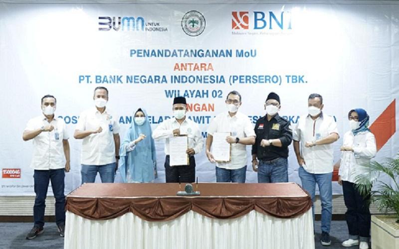 Bank BNI Wilayah 02 Padang melakukan penandatanganan MoU dengan Asosiasi Petani Kelapa Sawit Indonesia (Apkasindo) DPW Riau. Kerja sama ini terkait pemberian pelayanan jasa perbankan, yang mencakup pelayanan produk, pembiayaan dan jasa perbankan lainnya.  -  Istimewa
