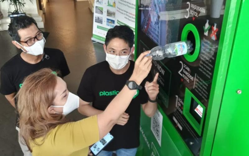Entitas usaha PT Inocycle Technology Group Tbk., PT Plasticspay Teknologi Daurulang, meluncurkan program pengelolaan sampah botol plastik yang ditujukan untuk komunitas dan masyarakat.