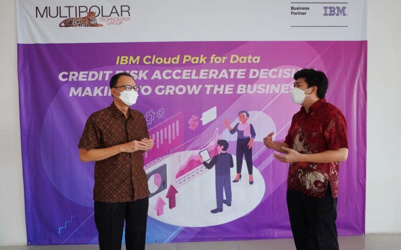 Ivan Sutanto, Director Enterprise Application Services Business PT Multipolar Technology Tbk (kiri) dan Yemmy Sukandar, Dept. Head Hybrid Data Management Solution PT Multipolar Technology Tbk (kanan)
