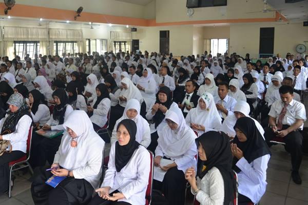 Guru Madrasah - Antara