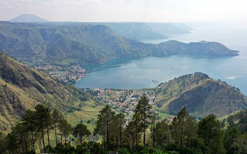 Foto aerial kawasan wisata Simalem di Silahisabungan, Dairi, Sumatera Utara. Antara Foto - Nova Wahyudi