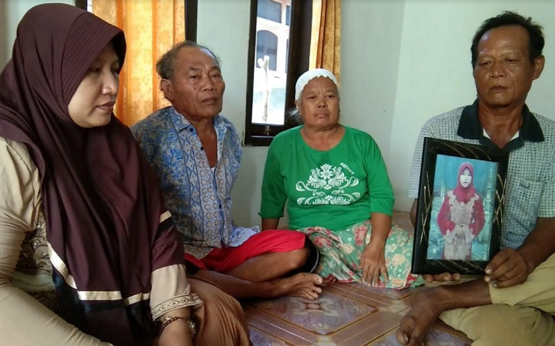 Pihak keluarga memperlihatkan foto Felayati, TKW asal Kabupaten Cirebon yang mengadu nasib ke Yordania - Bisnis/Hakim Baihaqi
