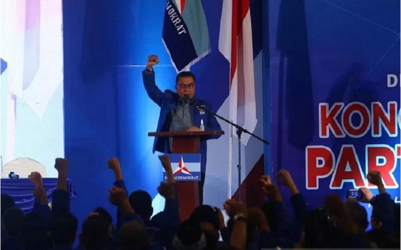 Moeldoko menyampaikan pidato perdana saat Kongres Luar Biasa (KLB) Partai Demokrat di The Hill Hotel Sibolangit, Deli Serdang, Sumatra Utara, Jumat (5/3/2021). Berdasarkan hasil KLB, Moeldoko terpilih menjadi Ketua Umum Partai Demokrat periode 2021-2025. - Antara\r\n
