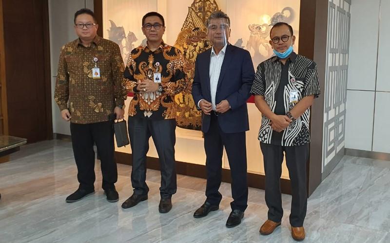 Direktur Bisnis Bank Banten Cendria Tj. Tasdik (dari kiri), Direktur Utama Bank Banten Agus Syabarrudin, Direktur Utama BRI Sunarso, Komisaris Utama Bank Banten Hasanuddin -  dok. Bank Banten