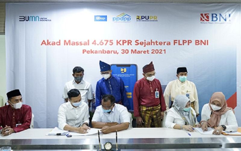 BNI Wilayah 02 Padang melakukan akad kredit massal bagi 322 debitur KPR bersubsidi.  -  Istimewa