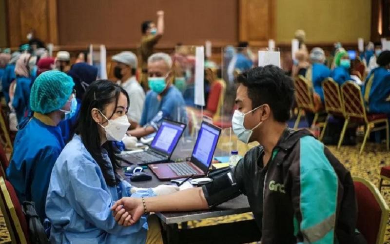 Pelaksanaan vaksinasi virus corona di Kota Bogor. - Antara\r\n