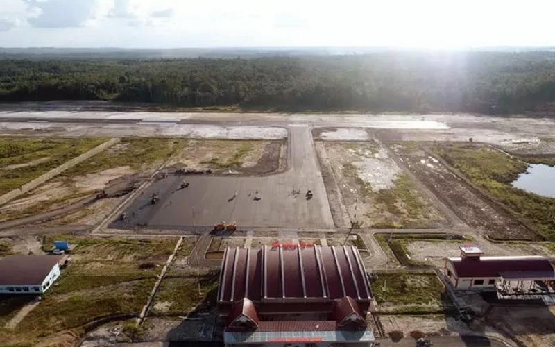 Bandara Haji Muhammad Sidik di wilayah Desa Trinsing Kabupaten Barito Utara yang dijadwalkan beroperasi pada 2020 dilihat dari udara. - Antara