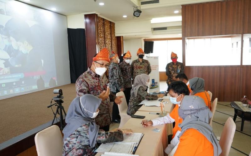 Pemimpin BNI Wilayah 03 Palembang, Sunarna Eka Nugraha, memberikan penjelasan kepada calon debitur kredit FLPP yang dikucurkan BNI Wilayah 03 Palembang.  - Istimewa