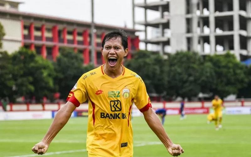 Pemain Bhayangkara FC, Adam Alis - Antara
