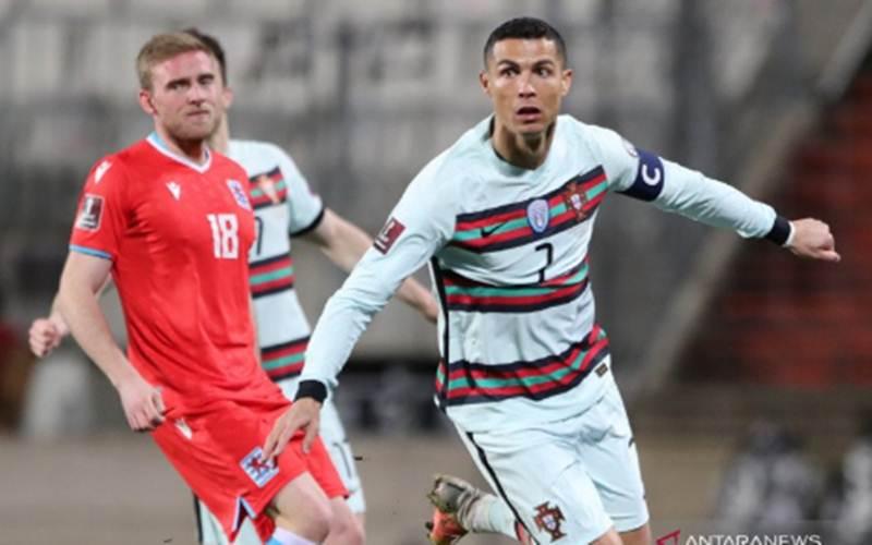 Cristiano Ronaldo melakukan selebrasi usai mencetak gol ke gawang Luksemburg dalam pertandingan Kualifikasi Piala Dunia Grup A di Stade Josy Barthel, Luksemburg, 31 Maret 2021./Antara - Reuters/Pascal Rossignol