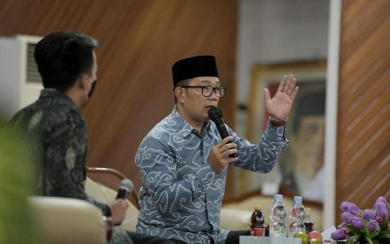 Gubernur Jawa Barat Ridwan Kamil menjadi pembicara pada Musyawarah Nasional ke/XIV Badan Eksekutif Mahasiswa Seluruh Indonesia, di kampus Universitas Andalas Padang