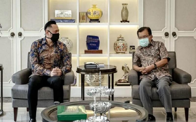 Ketua Umum Partai Demokrat Agus Harimurti Yudhoyono (kiri) dan mantan Wakil Presiden Jusuf Kalla (kanan). - Antara\r\n