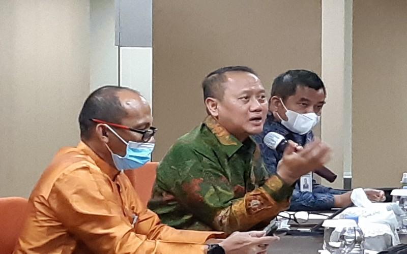 Direktur Utama Bank Riau Kepri, Andi Buchari (tengah). Bisnis - Arif Gunawan