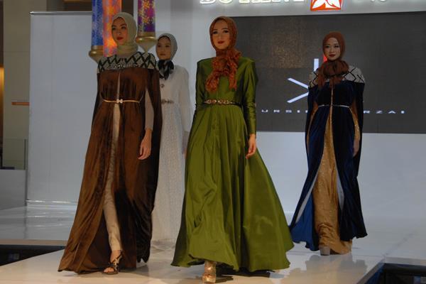 Koleksi busana muslim rancangan Kursien Karzai - Antara