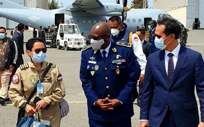 Ketibaan pesawat CN-235 produksi Indonesia di Bandara Angkatan Udara Senegal, Dakar, Selasa (30/3/2021). - Antara