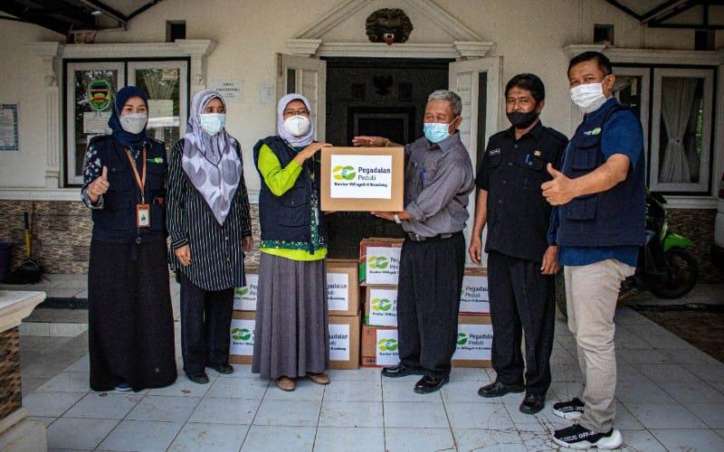PT Pegadaian (Persero) Kantor Wilayah Bandung mendistribusikan bantuan bagi warga yang terdampak bencana.