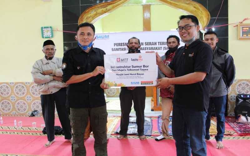 Serah terima sumur bor kepada Kampung Lodaya Kolot, Desa Tarumajaya, Kecamatan Kertasari, Kabupaten Bandung. - Istimewa