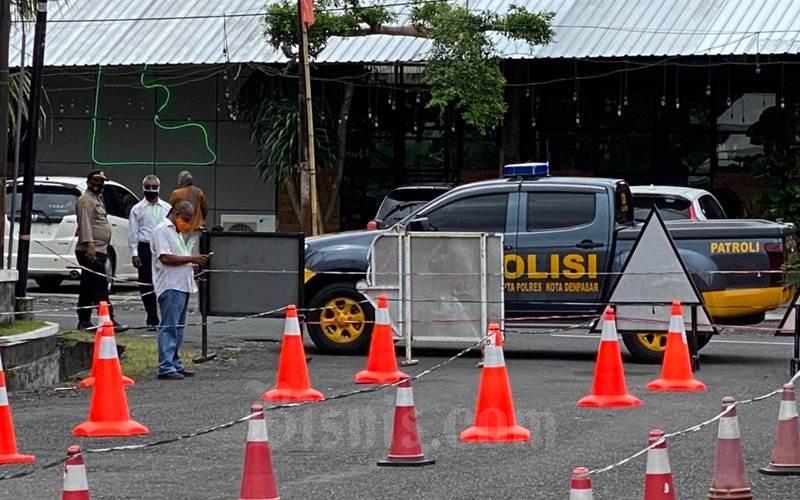 Pengamanan di Gereja Katedral Denpasar jelang Paskah 2021. - Istimewa