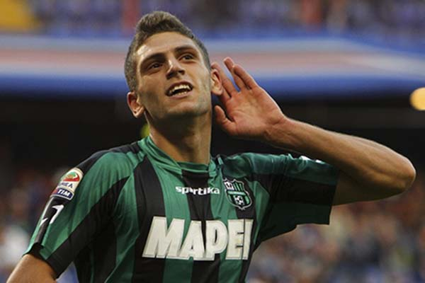 Penyerang Sassuolo Domenico Berardi dipaksa menjalani karantina setelah membela Timnas Italia. - Calcio Gazzetta