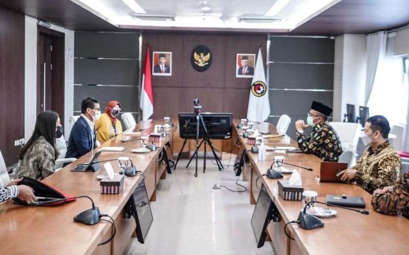 Menteri Pariwisata dan Ekonomi Kreatif Sandiaga Uno membahas persiapan sektor pariwisata dan ekonomi kreatif dengan Menteri PMK Muhadjir Effendy menghadap mudik Lebaran. - istimewa