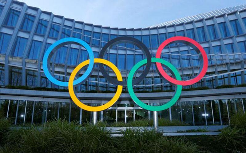 Cincin Olimpiade di depan markas Komite Olimpiade Internasional (IOC) di Lausanne, Swiss./Antara - Reuters