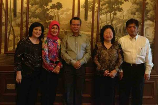 Itjih Nursalim (kedua dari kanan), istri Bos Gajah Tunggal dan Bank BDNI Sjamsul Nursalim - Istimewa