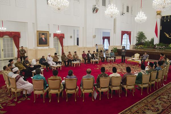 Presiden Joko Widodo berdialog dengan tokoh lintas agama - Antara/Widodo S. Jusuf