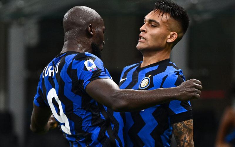 Romelu Lukaku (kiri) dan Lautaro Martinez, dua andalan lini depan Inter Milan. - Sempre Inter