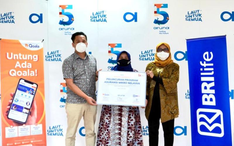 Dari kiri ke kanan: Tommy Martin (Co-founder & COO Qoala), Utari Octavianty (Co-founder dan General Director Aruna) dan Anik Hidayati (Direktur Pemasaran dan Bisnis Syariah BRI Life)meliuncurkan program asuransi mikro untuk nelayan.  - Istimewa