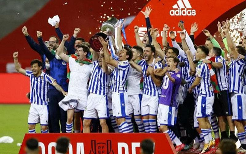 Real Sociedad juara Copa del Rey 2019-2020 setelah mengalahkan sesama tim Basque Athletic Bilbao dengan skor tipis 1-0 di final./Antara - Reuters